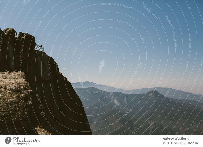 moro rock sequoia national park Erwachsene amerika Kalifornien Kultur Ausflugsziel Erkundung erkunden erkundend Wald frisch Riese Wanderer wandern Feiertag