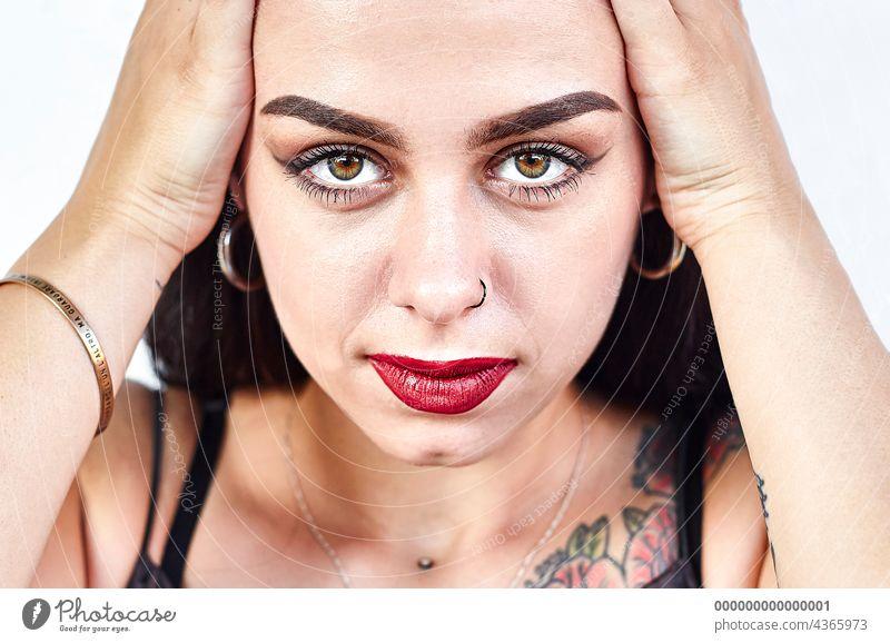 Kaukasisches Mädchen Nahaufnahme auf einem weißen Hintergrund 4 Kaukasier abschließen Frau jung schön Schönheit Porträt vereinzelt Person Erwachsener Menschen