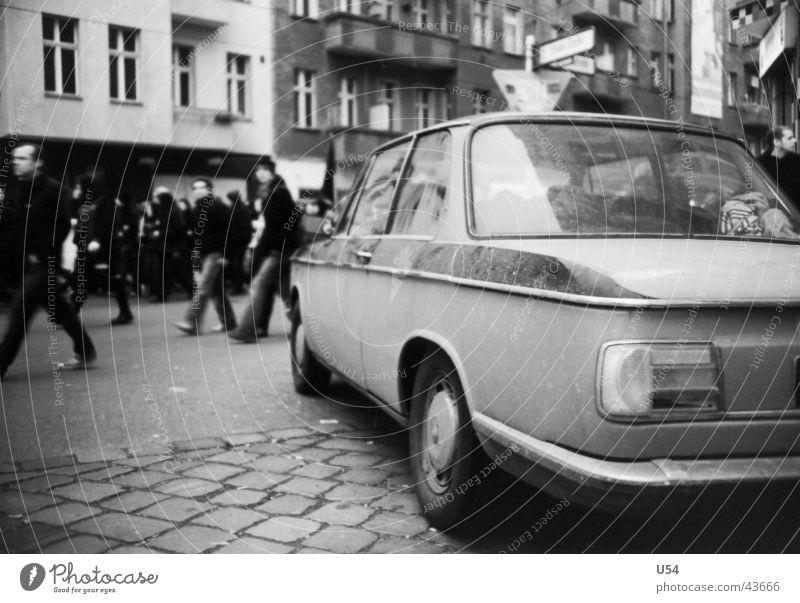 Links vor Rechts.. PKW Verkehr Schmuck Mobilität klassisch
