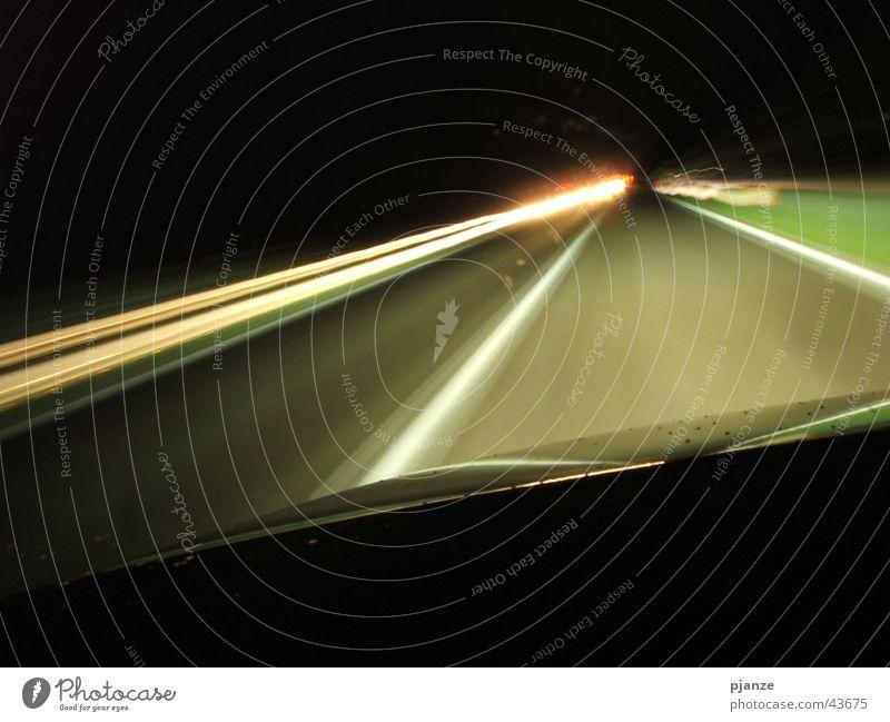Geschwindigkeitsrausch Langzeitbelichtung Nacht Regen Motorhaube Gegenverkehr Verkehr PKW