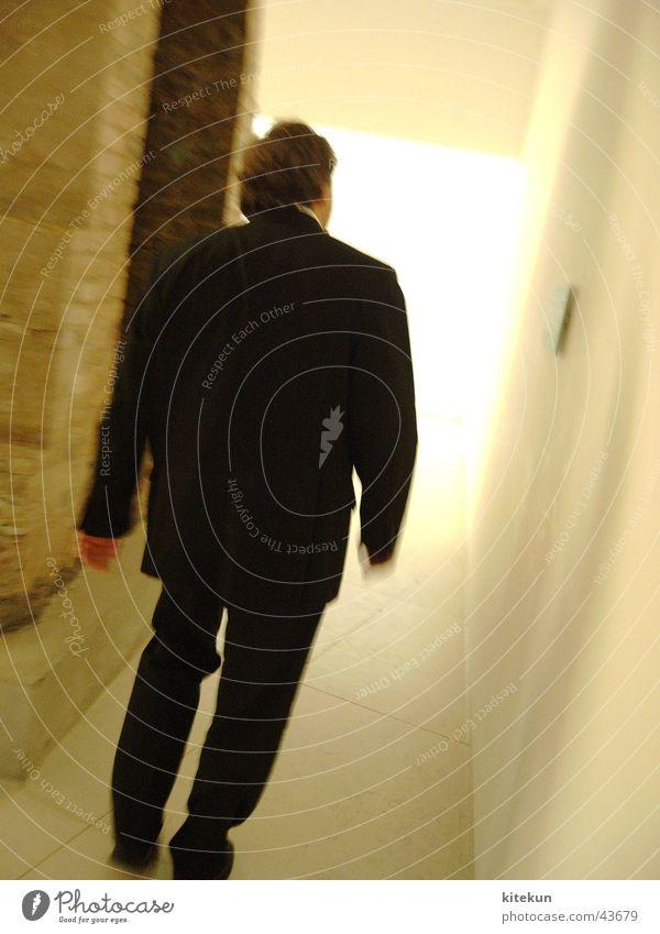 Uwe Schummer MdB am Reichstagstunnel Mensch Mann Tunnel Gang Deutscher Bundestag anzünden