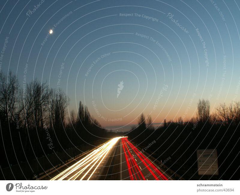 Die pulsierende Ader der Stadt PKW Geschwindigkeit Autobahn
