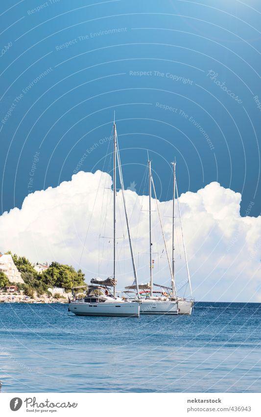 Boats at coast Lifestyle Reichtum Stil Ferien & Urlaub & Reisen Ferne Strand Meer Insel Wasser Küste Adria gigantisch hell blau Farbfoto Außenaufnahme