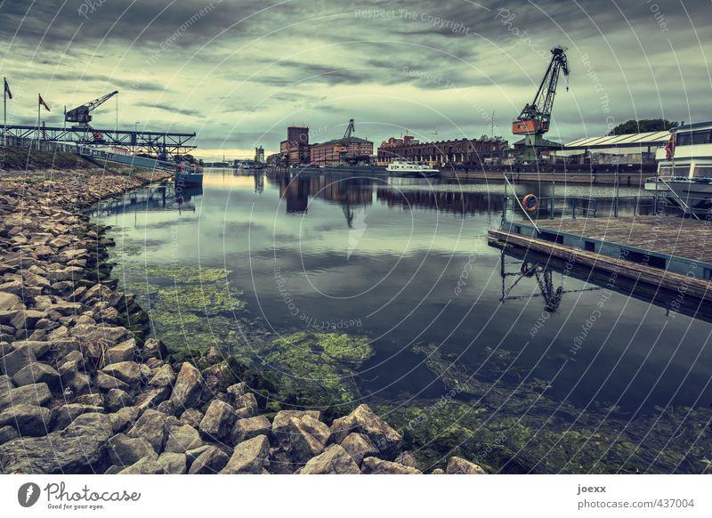 Niedrigwasser Wasser Himmel Wolken Horizont Schönes Wetter Flussufer Industrieanlage Binnenschifffahrt Hafen alt hässlich braun grün orange Rheinhafen Kran