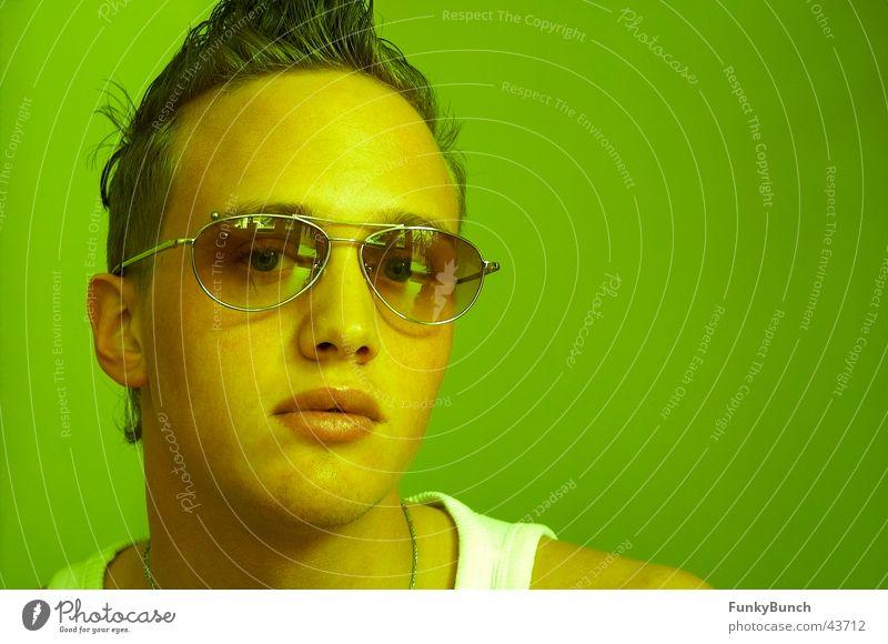 der kleine grüne Bruder Brille Stil Mann Coolness Typ