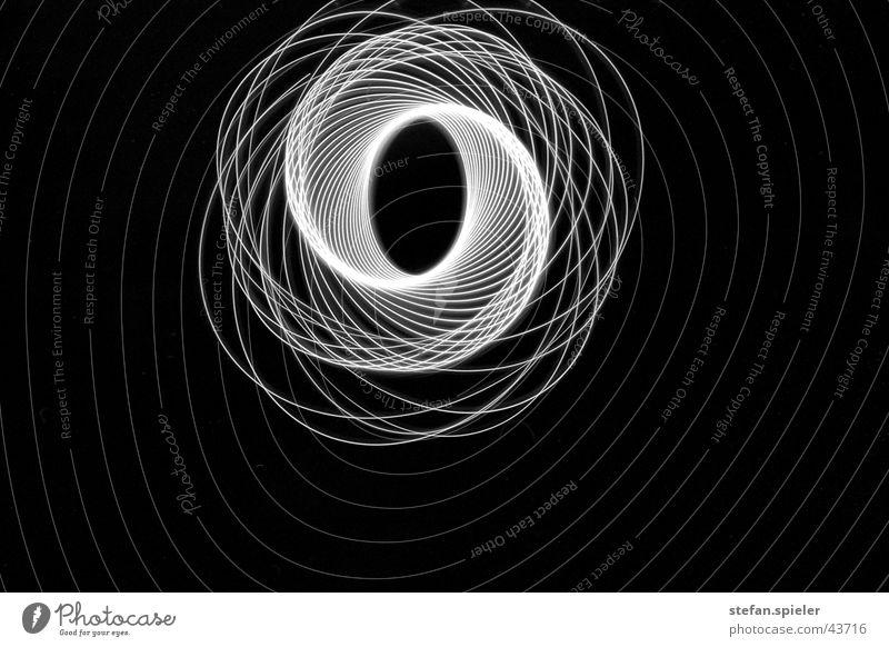 spirale Spirale Unendlichkeit Licht Experiment Muster Langzeitbelichtung Lichterscheinung Schwarzweißfoto