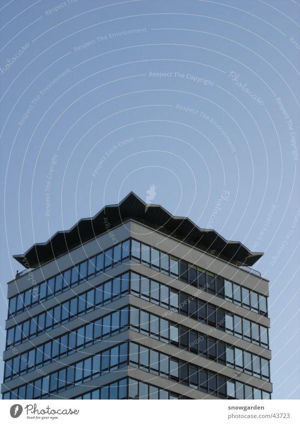 Hochhaus von Dublin Himmel blau Fenster Architektur frei Möwe Zickzack