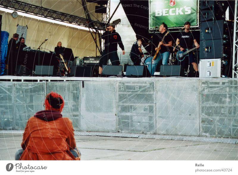 Einzelkonzert Publikum live Konzert Bühne Einsamkeit Musik ofd Schnur stage