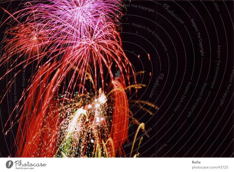 Knall Peng Puff Explosion Licht Bordell mehrfarbig dunkel Silvester u. Neujahr Langzeitbelichtung Feuerwerk Himmel
