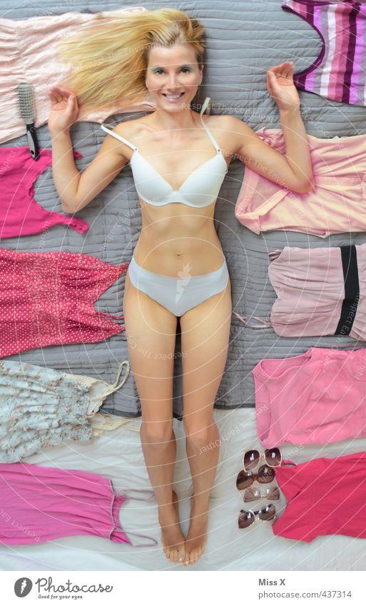 Barbie Mensch Jugendliche schön Junge Frau Erwachsene 18-30 Jahre Erotik feminin Spielen lustig Mode rosa blond Lächeln Bekleidung Brille