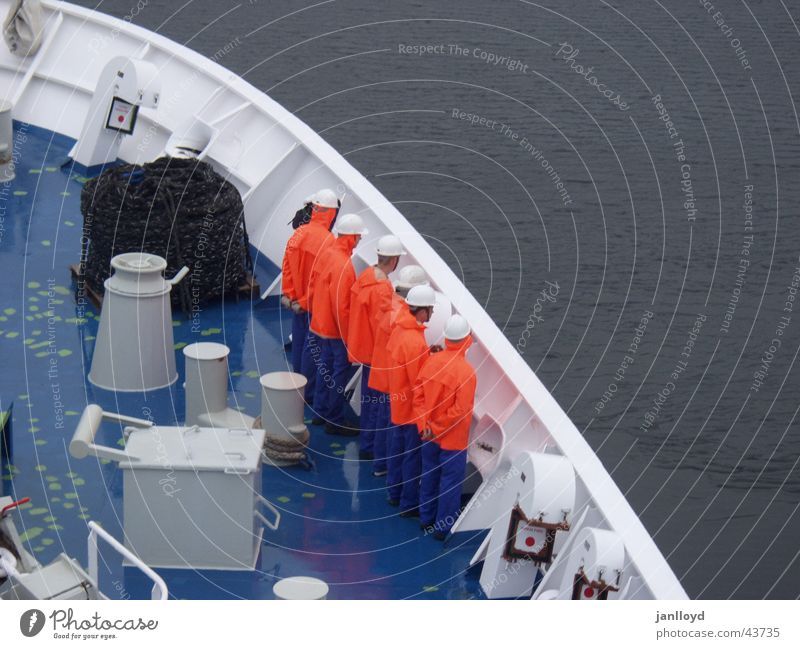Abschied See Wasserfahrzeug Schifffahrt Meer Menschengruppe Seemann Vogelperspektive Graffiti Farbe