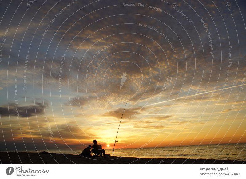 Der Fischer und seine Frau Freizeit & Hobby Angeln Abenteuer Ferne Sommer Sonne Strand Meer Mensch Erwachsene Mann 2 Landschaft Wasser Wolken Sonnenaufgang