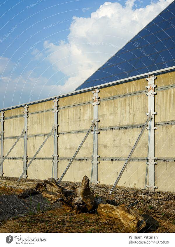Seewand Wand Mauer Stein Treibholz Glas Außenaufnahme Menschenleer Fassade Farbfoto Architektur Strukturen & Formen Linie Tag Muster Gebäude Bauwerk Beton