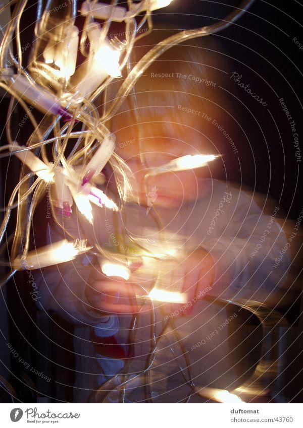 Forscherdrang Kind Weihnachten & Advent Spielen Wärme Stimmung hell Energiewirtschaft Elektrizität Kerze Physik Kleinkind Konzentration Hochspannungsleitung