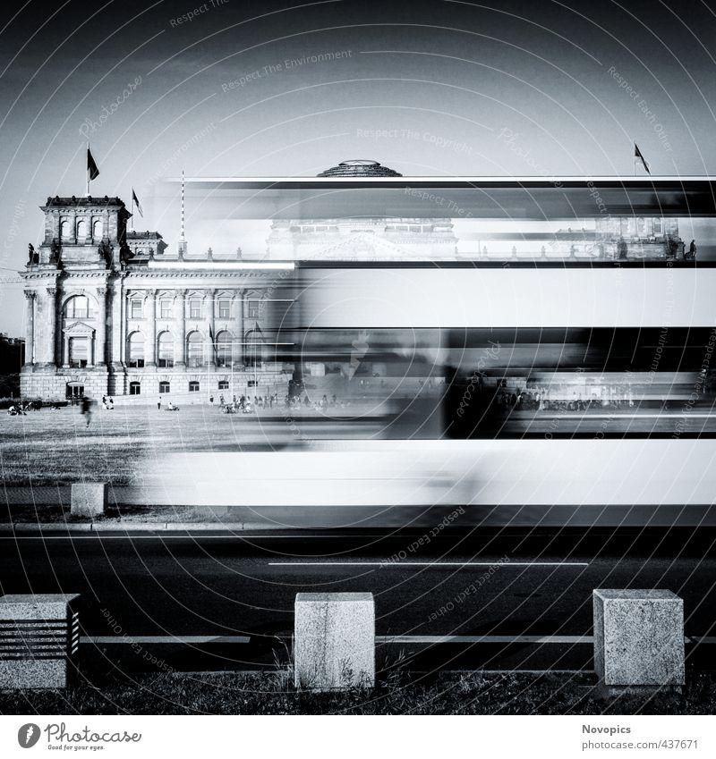 Berlin Reichstag buildung with double-decker bus Mensch weiß schwarz Wiese Straße Architektur Gebäude Berlin Fassade sitzen Verkehr Macht fahren Bauwerk Fahne Denkmal