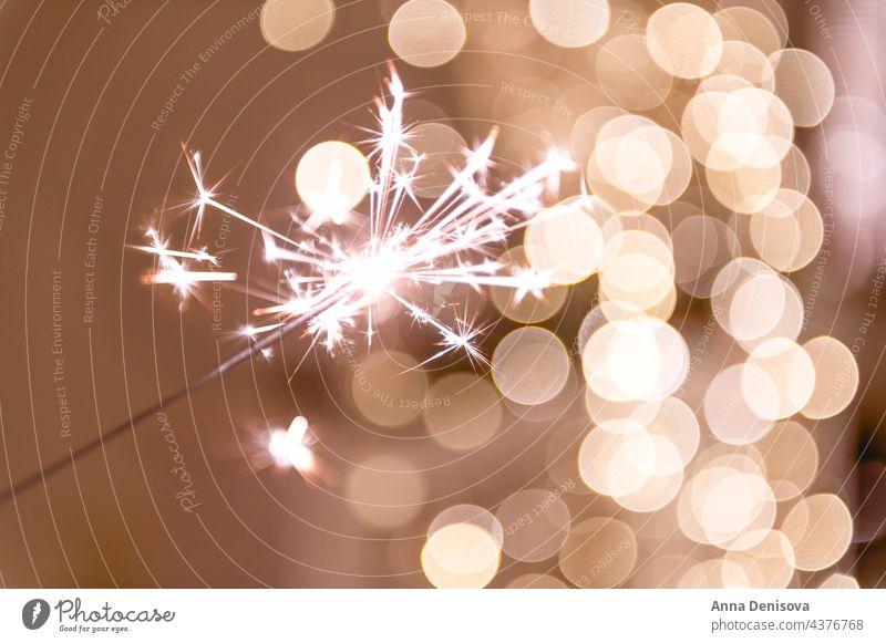 Abstraktes Bokeh als Overlay Hintergrund Wunderkerze Glitter Silber golden funkeln Weihnachten Bokeh-Overlay Vorlage Überzug defokussiert glänzend rot gelb grün