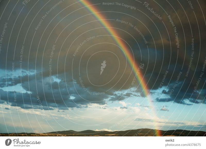 Biegung Regenbogen Farbfoto Dämmerung Außenaufnahme Lichterscheinung Sonnenlicht Wolkenhimmel Horizont Idylle Hoffnung Wetterumschwung Wandel & Veränderung