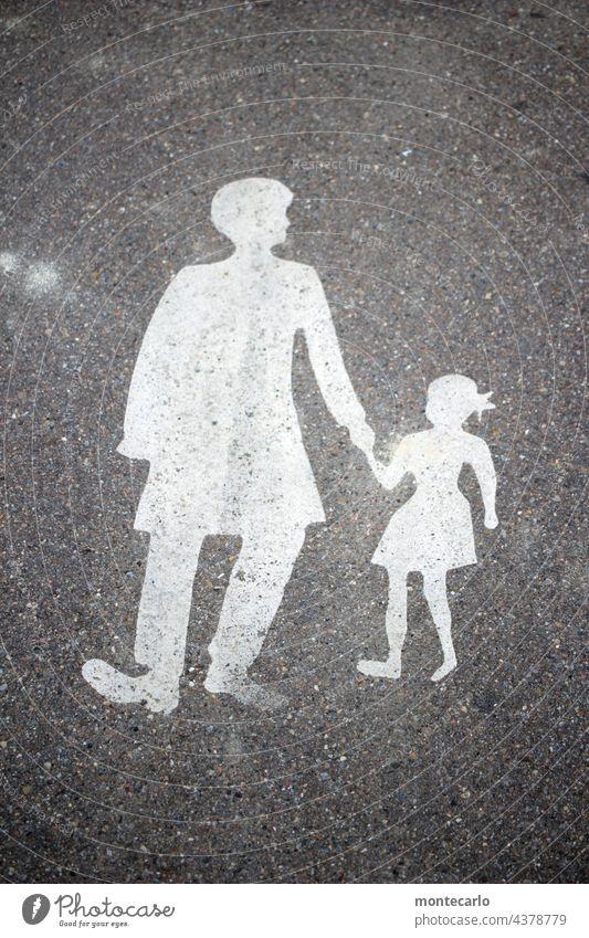 Hier bitte nur Fußgänger Verkehrszeichen Silhouette Verkehrsschild Symbole & Metaphern Sicherheit StraßeWeg Straßenverkehr Hinweisschild Schilder & Markierungen