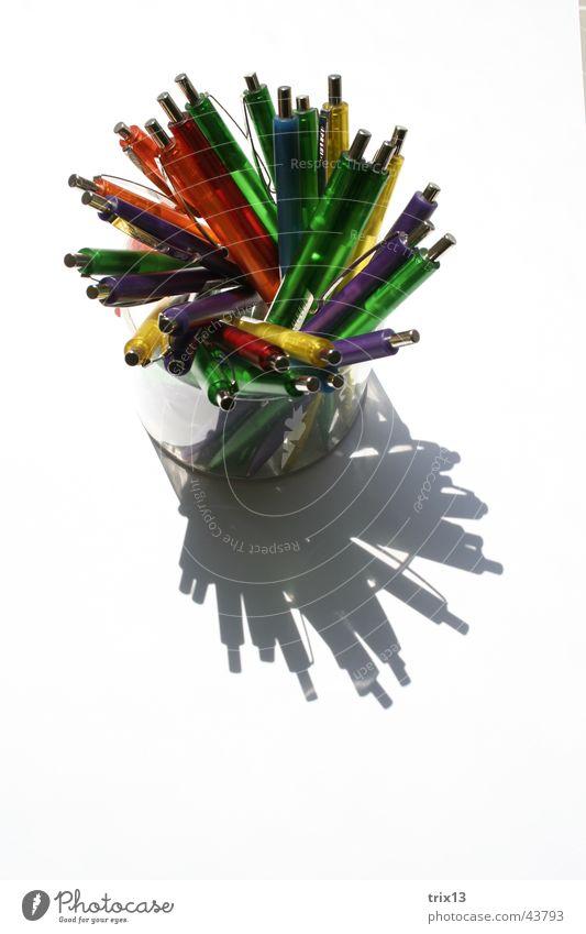 kugelschreiber Farbe weiß oben Glas Dinge viele durcheinander Verschiedenheit Mischung Schreibwaren Dose Verwirbelung Kugelschreiber aufeinander Schreibstift