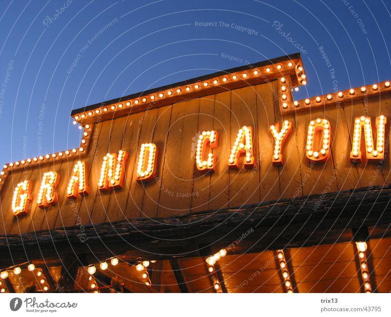 Grand Cayon Himmel blau Ferien & Urlaub & Reisen gelb Holz braun Beleuchtung Europa Buchstaben Jahrmarkt