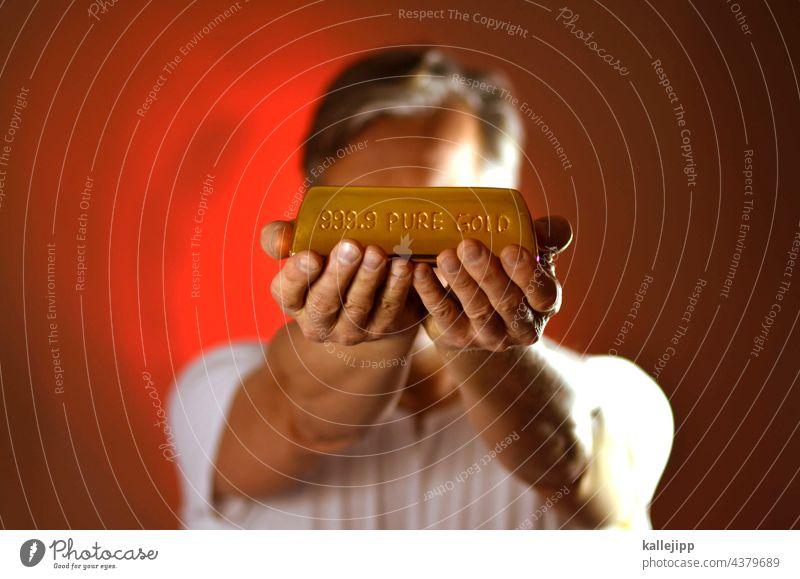 goldig Goldbarren goldpreis wertvoll Finanzen finanzen im griff Geld Euro Bargeld sparen Reichtum Vermögen Wirtschaft Geldmünzen kaufen € Kapitalwirtschaft
