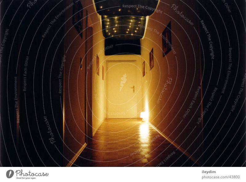 Wohnungsflur dunkel Architektur Tür Dekoration & Verzierung Häusliches Leben Stoff Eingang Flur Parkett Tuch
