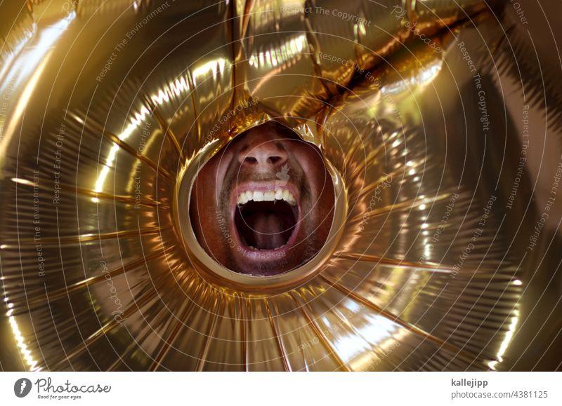 goldkehle Mund Mann laut schreien Öffnung Marketing Werbung Qualität wertvoll Lautstärke Lautsprecher verrückt Information sprechen Megaphon Mensch Konzert