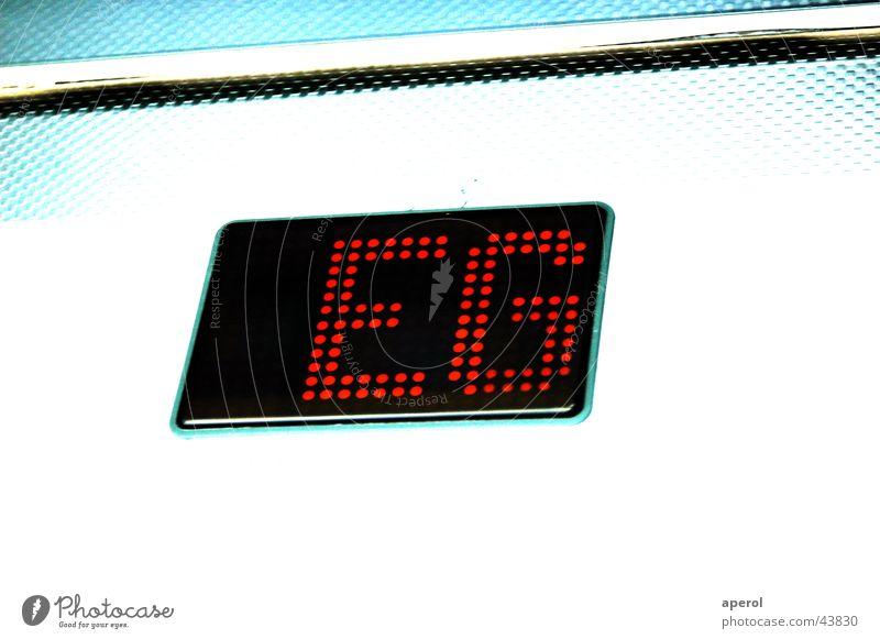 down down down Fahrstuhl kalt Elektrisches Gerät Technik & Technologie EG Erdegeschoss Leuchtdiode teschnisch abwärts auf dem boden Kontrast Anzeige