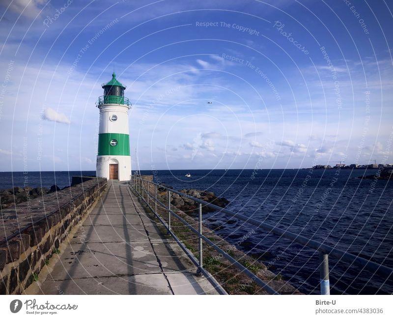 Leuchtturm Schleimünde Farbbild Meer Küste Wolken Natur bllau Horizont Wasser Blau Menschenleer schönes Wetter Wellen Mole Ostsee Urlaub Ferien Reisen Tag