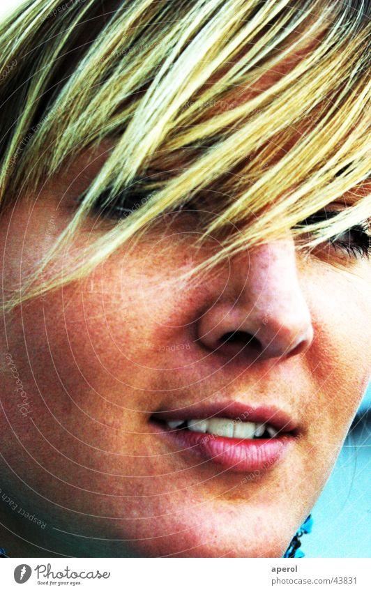 MAD Frau kalt feminin Denken blond München Pony