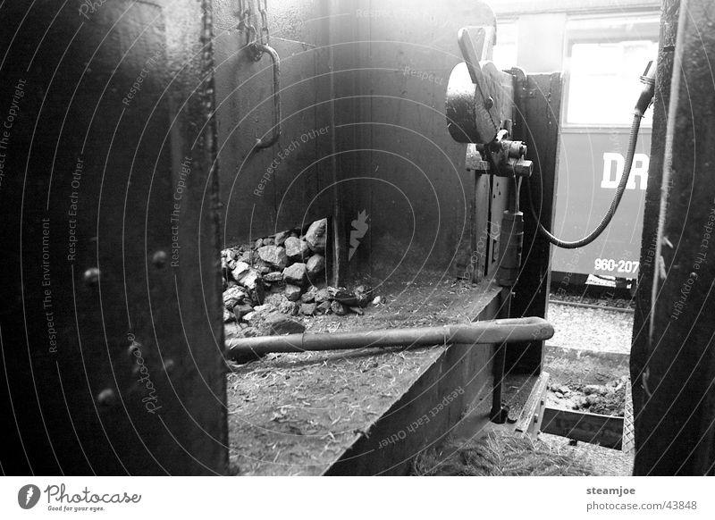 Dienstende Verkehr Eisenbahn Schaufel Beiboot Dampflokomotive Lokführer