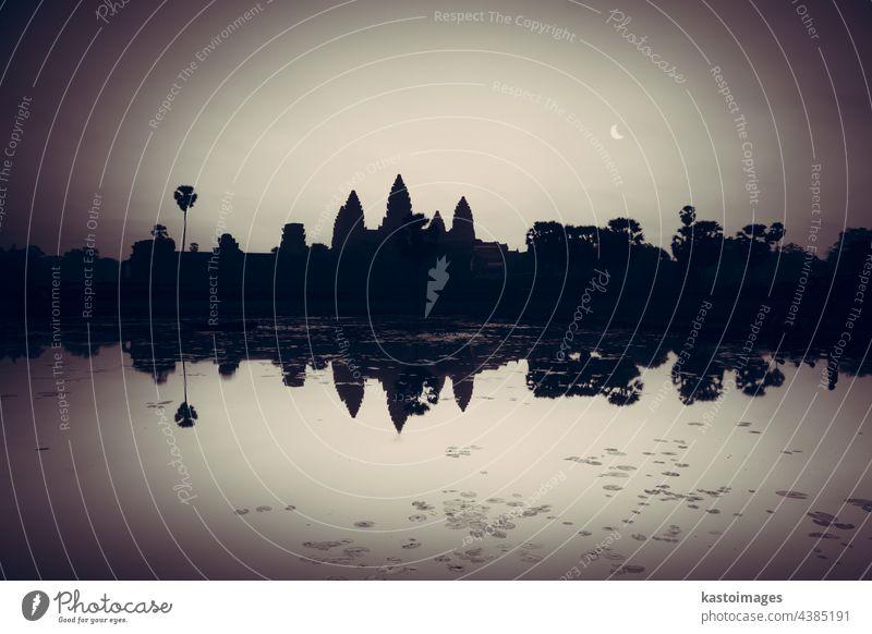 Angkor Wat, Siem Reap, Kambodscha, Asien Tempel antik Sonnenaufgang Archäologie Architektur Wahrzeichen Erbe Ruine See Tourismus tropisch Außenseite Farbe