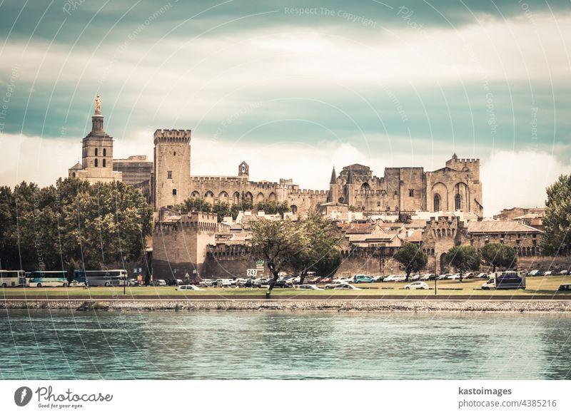 Stadt Avignon, Provence, Frankreich, Europa Großstadt Burg oder Schloss Palast Turm Fluss Rhone Wahrzeichen Festung Wand antik Kathedrale Arkaden Architektur