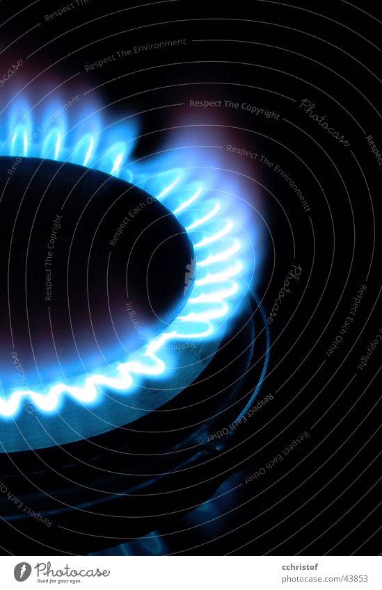 Gasflamme2 blau schwarz Küche heiß brennen Flamme Erdgas Gasherd