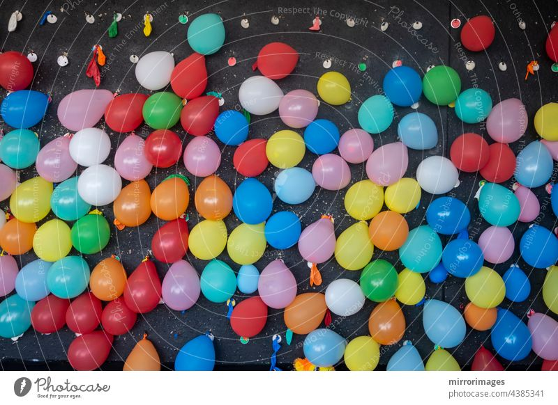 Karneval Spiele, Ballon Dart Spiel, Karneval Stand Spiele, Urlaub Spiele, Strandpromenade Spiele abstrakt Kunst Hintergrund Ballon-Dart-Spiel blau hell Bonbon