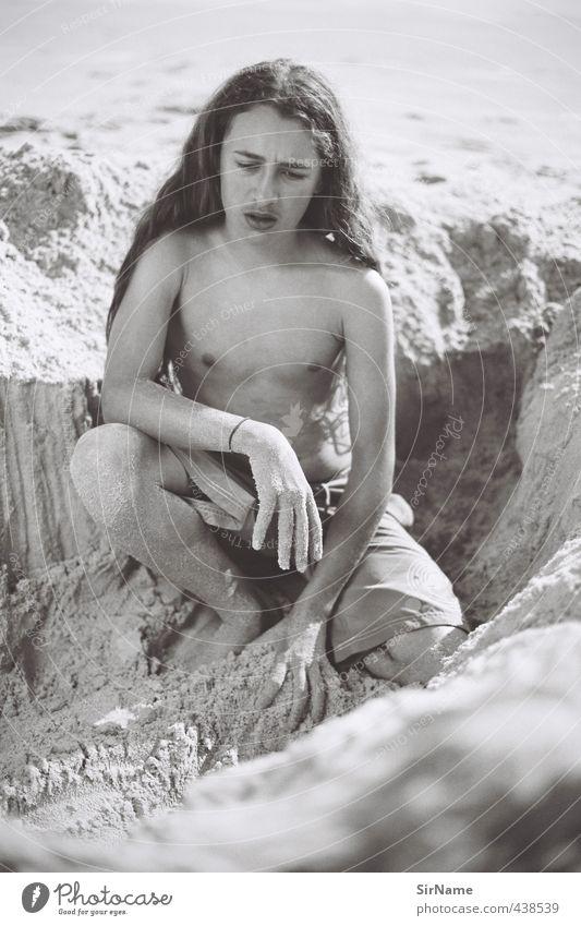 237 [ein Denker] Mensch Kind Natur Jugendliche Ferien & Urlaub & Reisen schön Strand Junger Mann Wärme Spielen Haare & Frisuren Denken Sand natürlich träumen