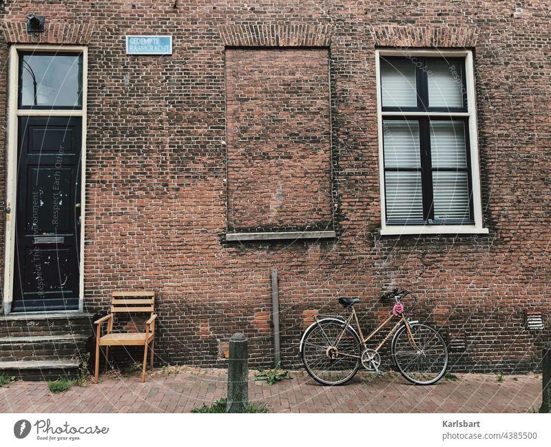 Aussicht immobilien Immobilienmarkt Haus Gebäude Menschenleer Architektur Fenster Bauwerk Häusliches Leben Fassade Stadt Wand Wohnung Mauer Wohnungssuche wohnen