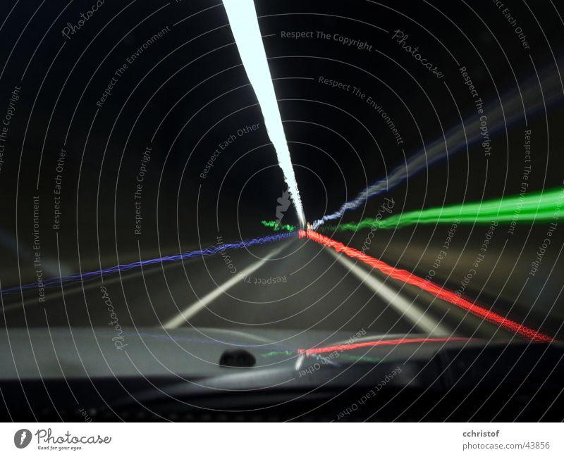 electric tunnel Tunnel Bewegungsunschärfe rot grün Scheibenwischer Notausgang Verkehr Schwarzweißfoto