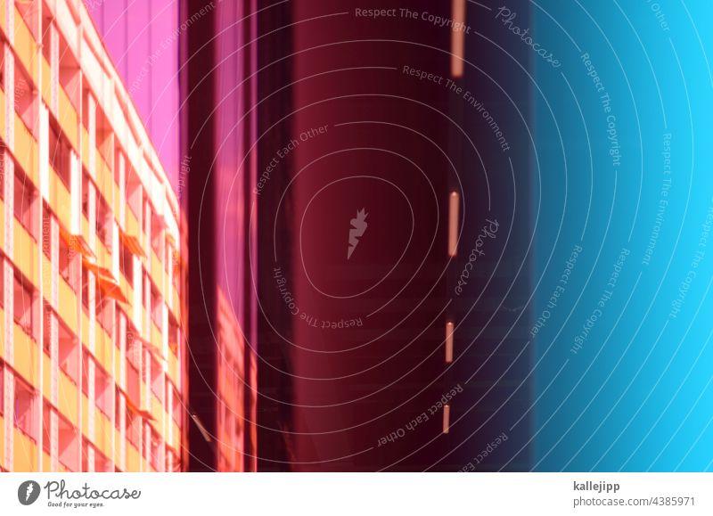plattensammlung Plattenbau Scheibe bunt Architektur Hochhaus Haus Gebäude Fassade Fenster Himmel Stadt Balkon blau Wohnung Außenaufnahme Häusliches Leben