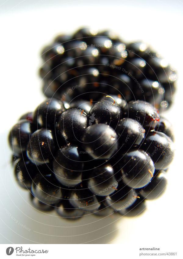 Beerenstark! Makroaufnahme schwarz Gesundheit Frucht Tabletop paarweise