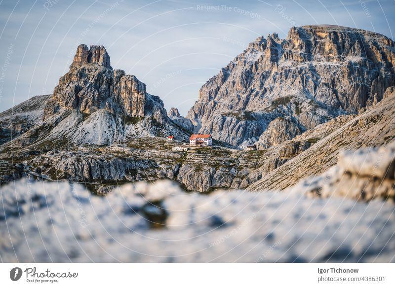 Dreizinnenhütte - Rifugio Antonio Locatelli in der Nähe von Drei Zinnen, Dolomiten, Südtirol, Italien berühmt Natur Berge u. Gebirge Sonnenuntergang Landschaft