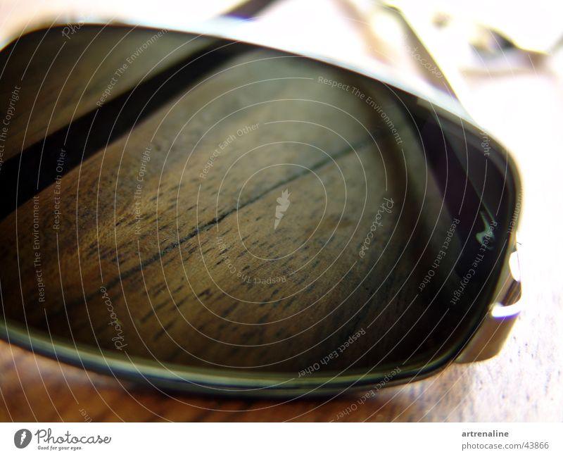 Durchblick Sonnenbrille Holz Tisch Freizeit & Hobby Glas Tönung Perspektive