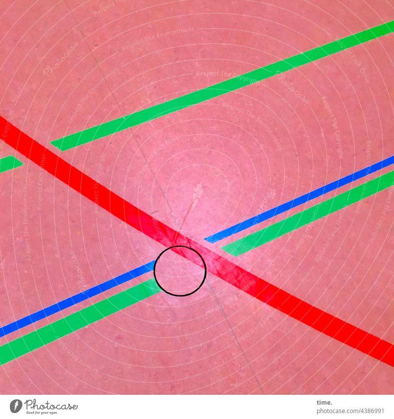 Trainingsparkett bodenbelag sporthalle linien streifen kreis farbig fußboden hallenboden oberfläche funktional Orientierung bedeutungen muster struktur