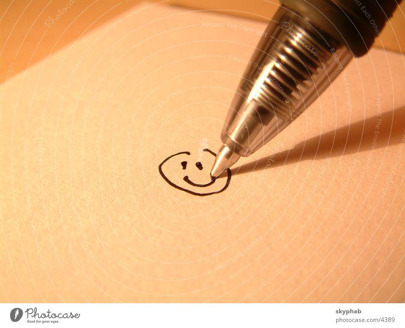 Smile! Smiley Schreibstift Makroaufnahme Nahaufnahme lachen streichen