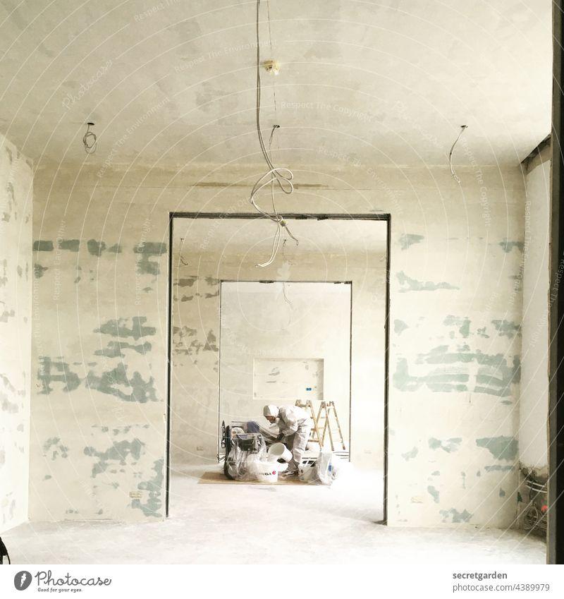 Atemlos durch den Raum Schlinge Umbauen leer minimalistisch Wandel & Veränderung Renovieren Farbfoto weiß Häusliches Leben Innenaufnahme Leitung Energie