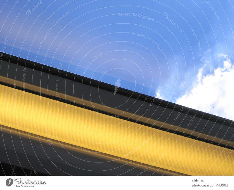 Himmel Wolken Lampe Fenster Glas Verkehr Eisenbahn Dach diagonal
