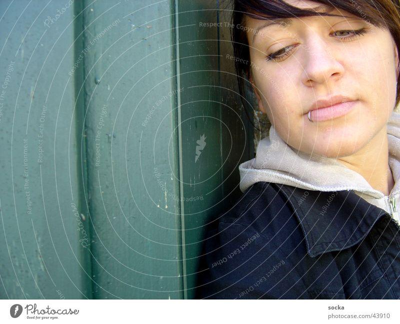 at the frontdoor Frau Denken verträumt Piercing