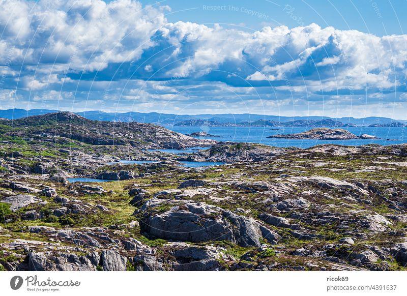 Landschaft auf der Halbinsel Lindesnes in Norwegen Küste Nordsee Skagerrak Schären Schärengarten Felsen Sommer Natur Südnorwegen Agder Aussicht Himmel Wolken