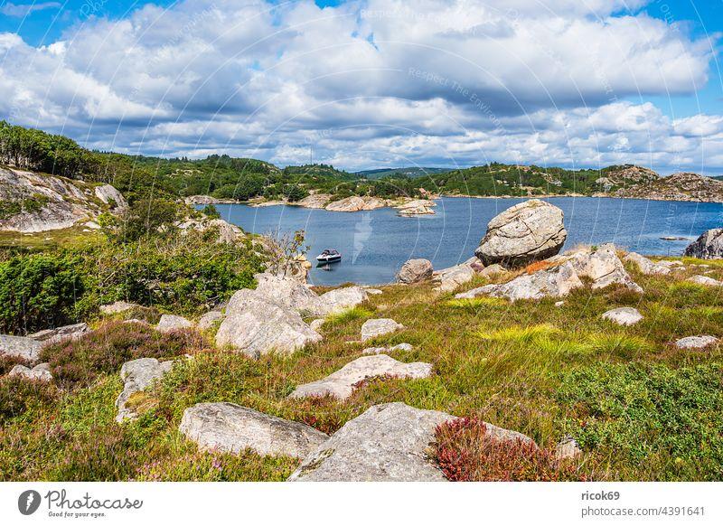Landschaft auf der Schäreninsel Skjernøya in Norwegen Skjernoya Meer Küste Nordsee Skagerrak Boot Insel Schärengarten Sommer Felsen Steine wandern Wanderung