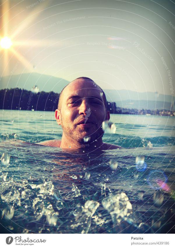 untertauchen Mann Junge Schwimmen & Baden Schwimmsport See spritzen Wasser lachen Sonnenuntergang Gegenlicht Fröhlichkeit Freizeit & Hobby